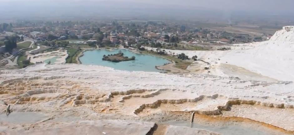 Cotton-Castle-Travertines-pamukkale
